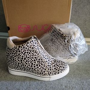 Brand New Sugar Sz 8 Cheetah Fabric wedge sneakers